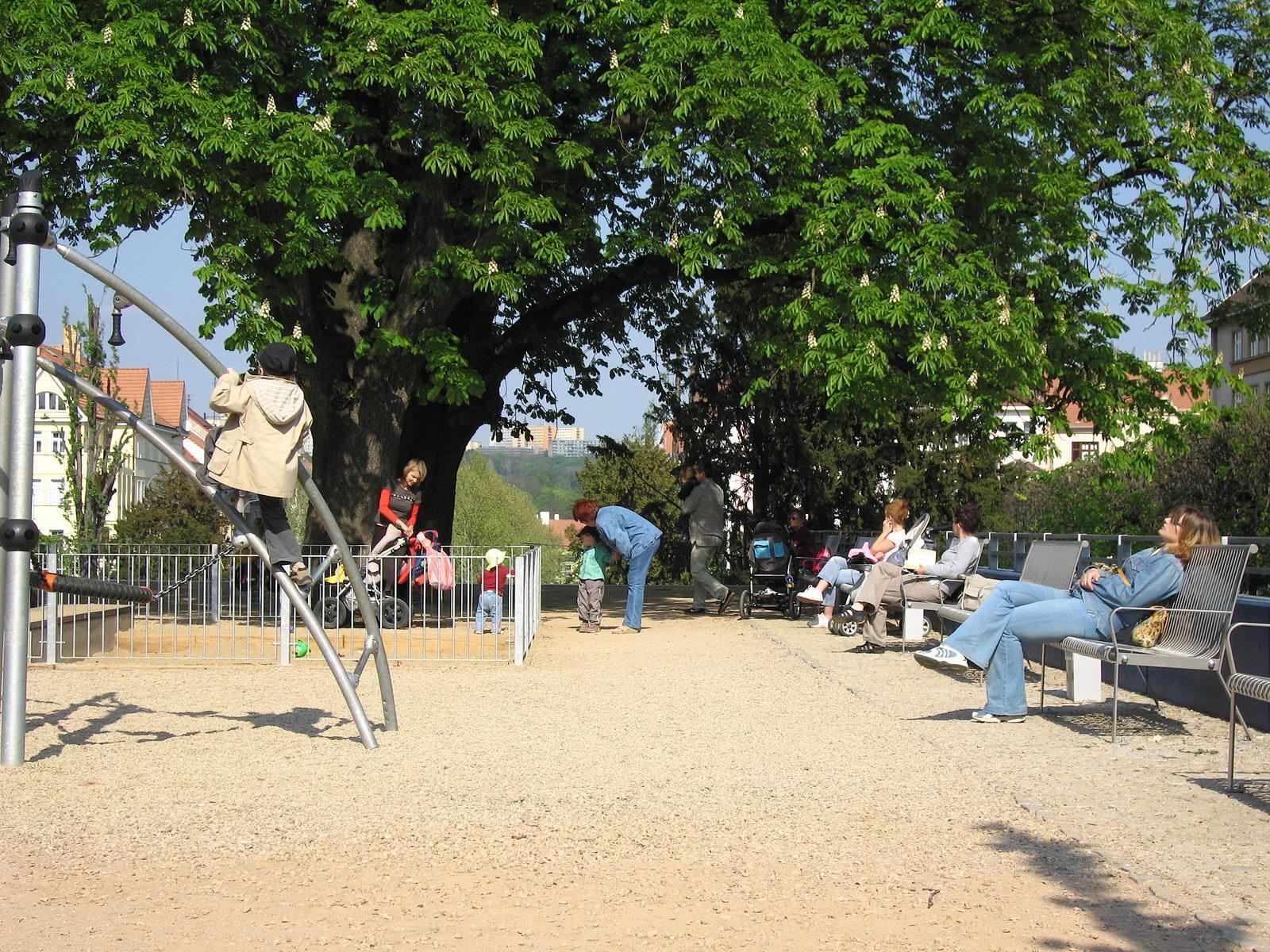 Park na Slovanském náměstí   Brno   05