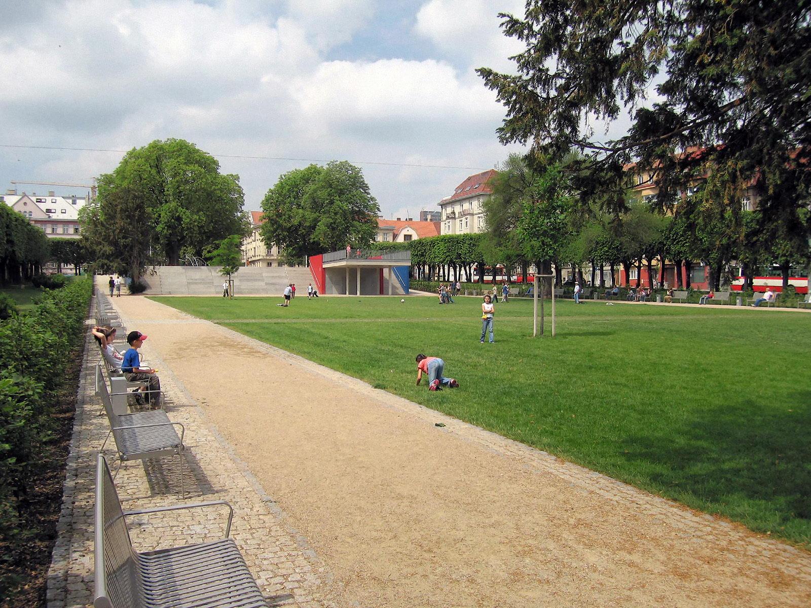 Park na Slovanském náměstí   Brno   06