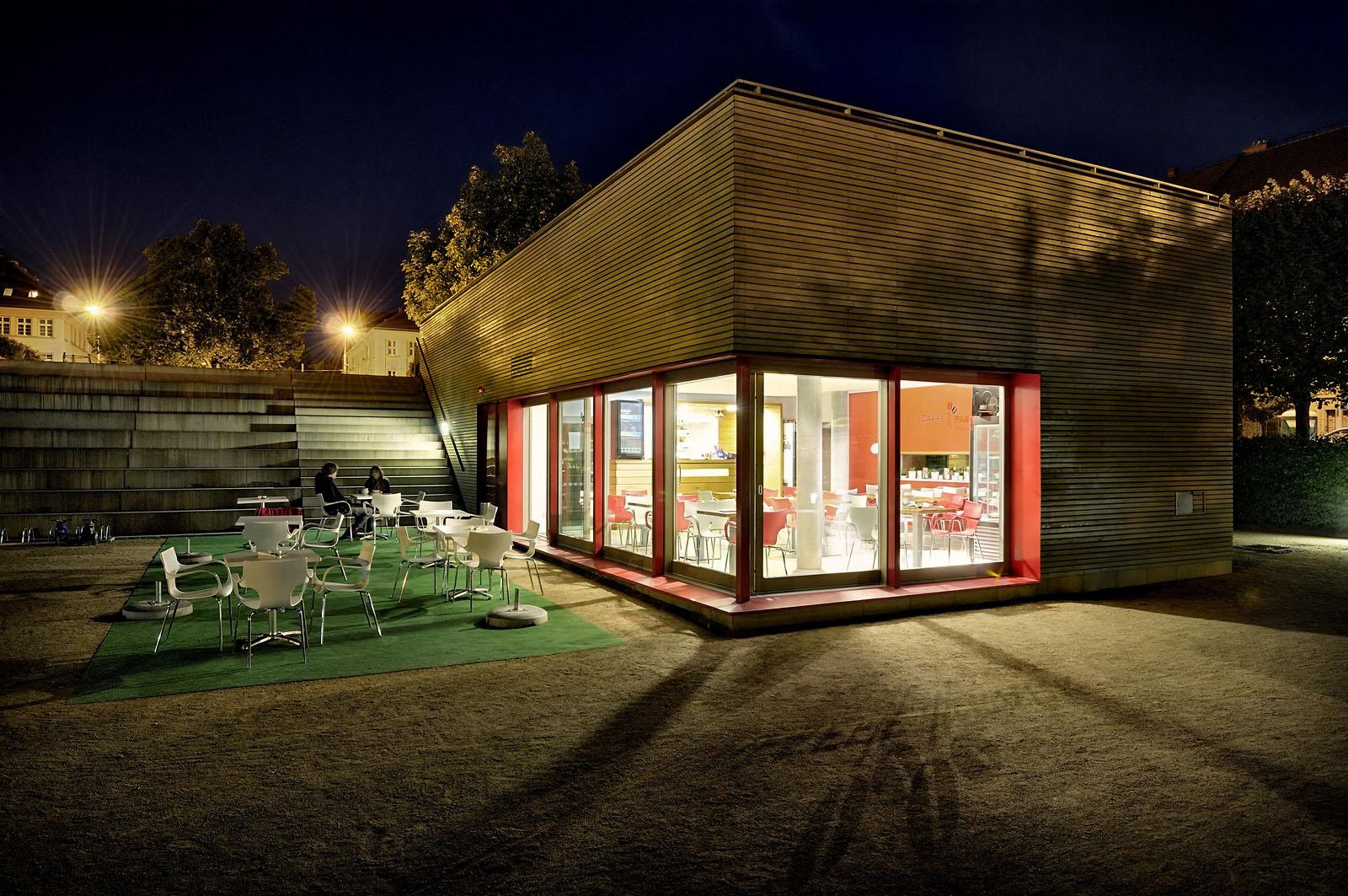 Kavárna v parku na Slovanském náměstí | Brno | 01