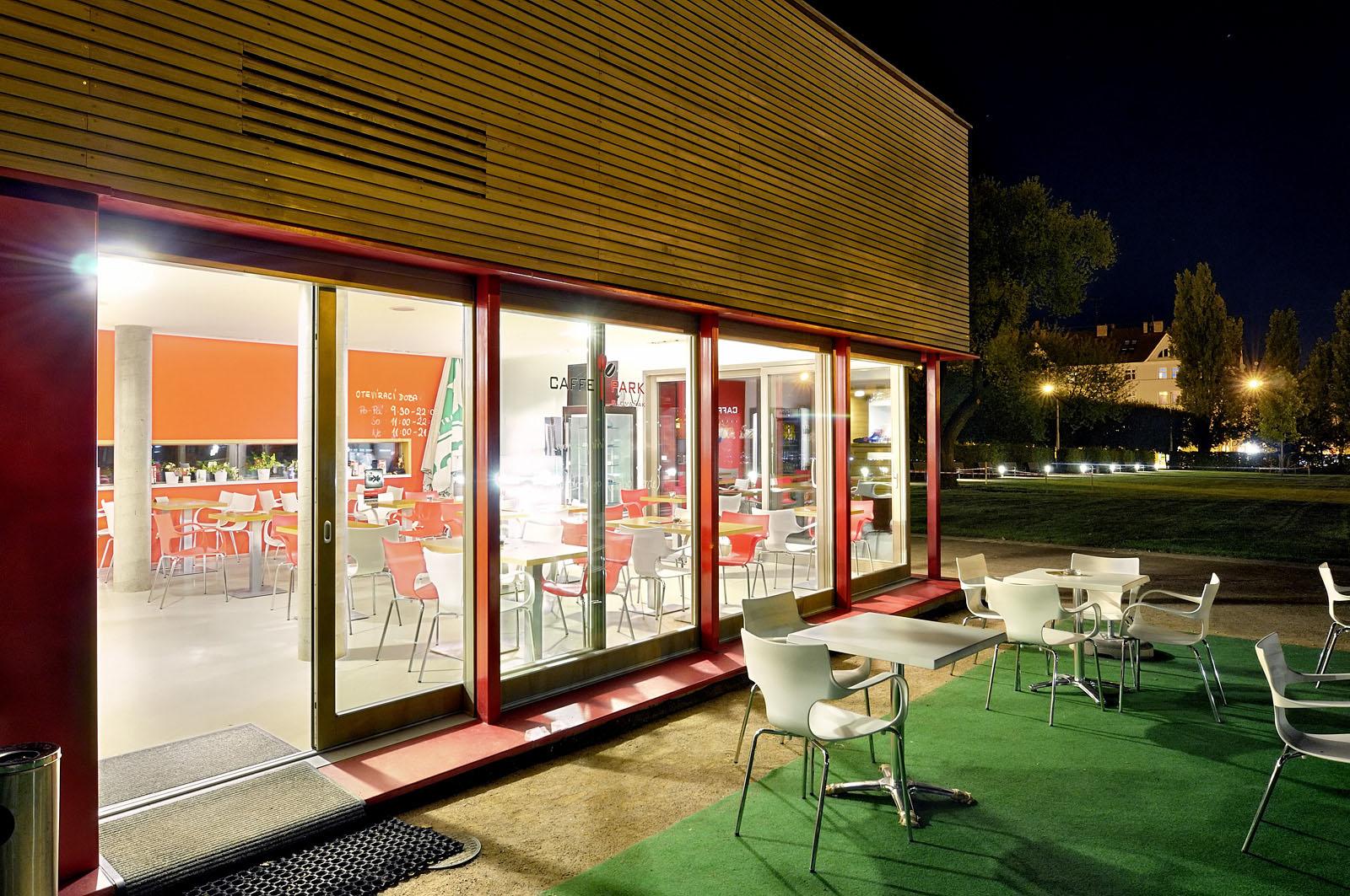 Kavárna v parku na Slovanském náměstí | Brno | 05