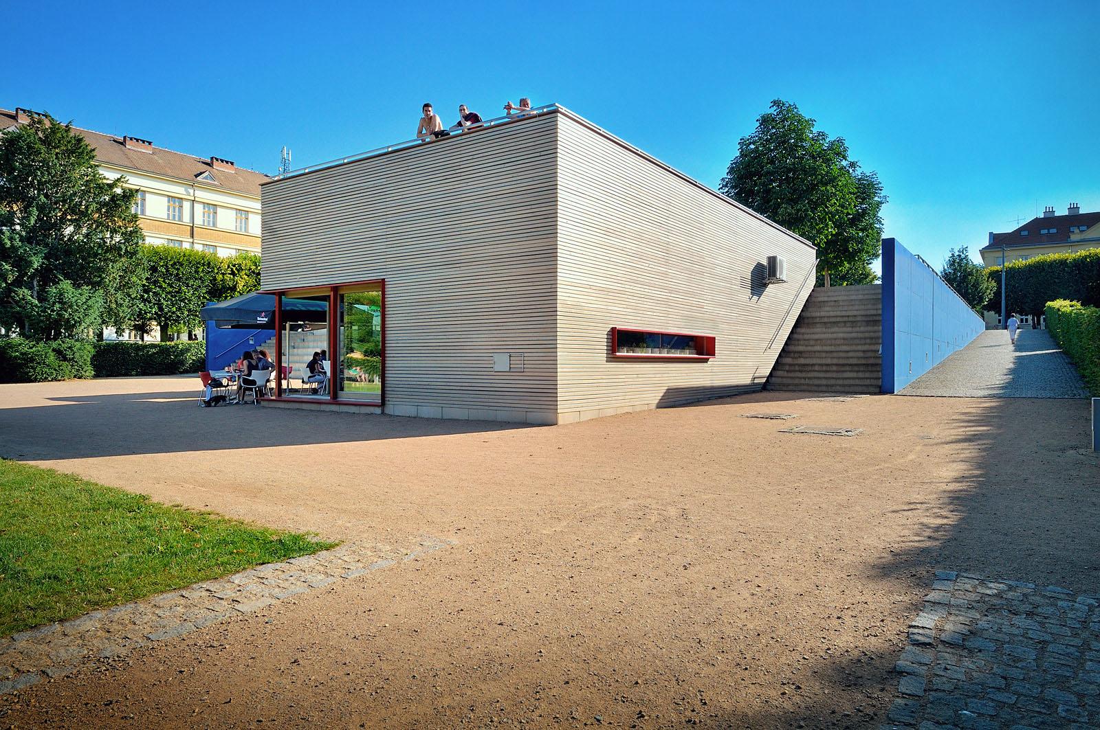 Kavárna v parku na Slovanském náměstí | Brno | 07
