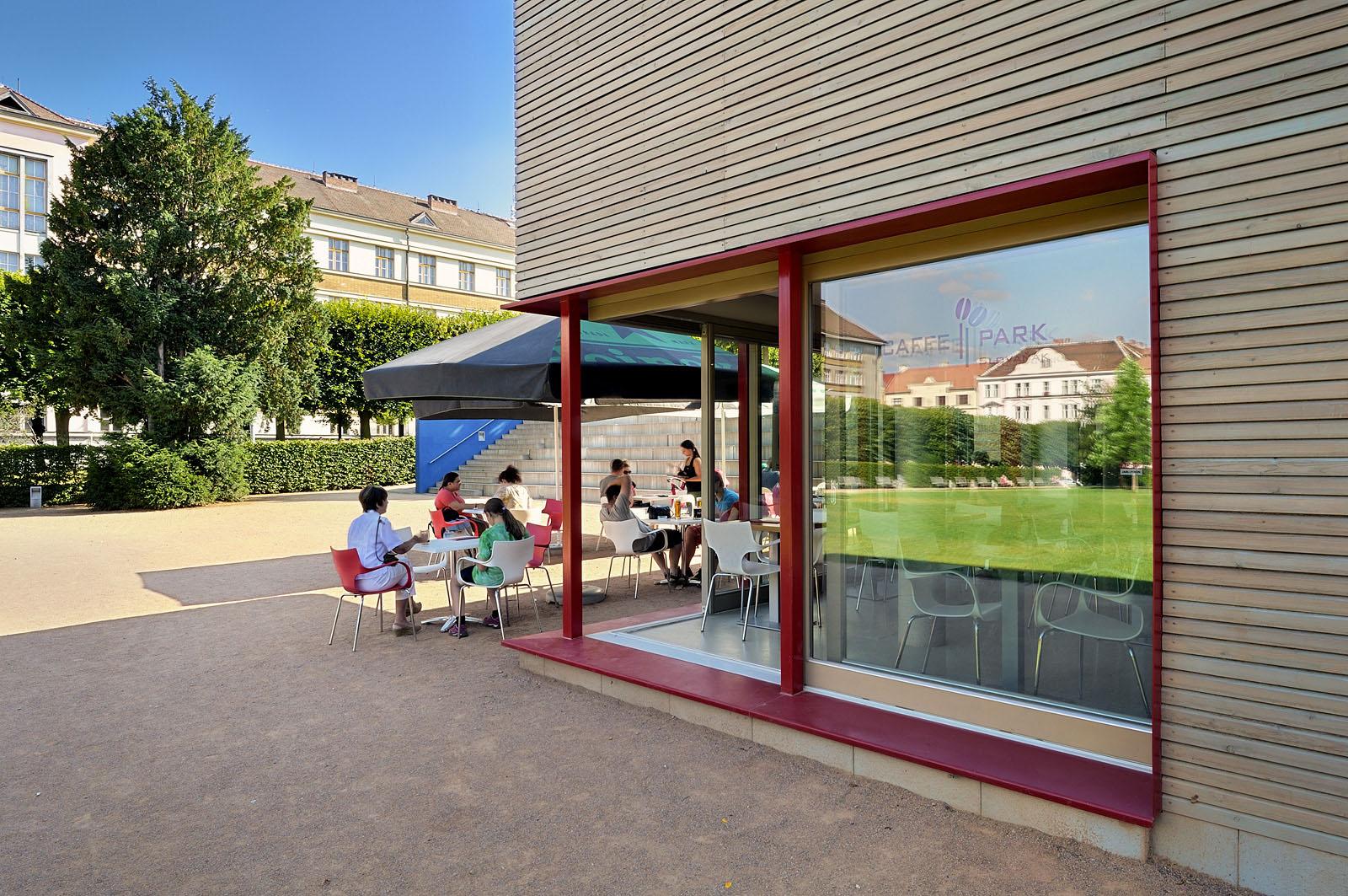 Kavárna v parku na Slovanském náměstí | Brno | 04