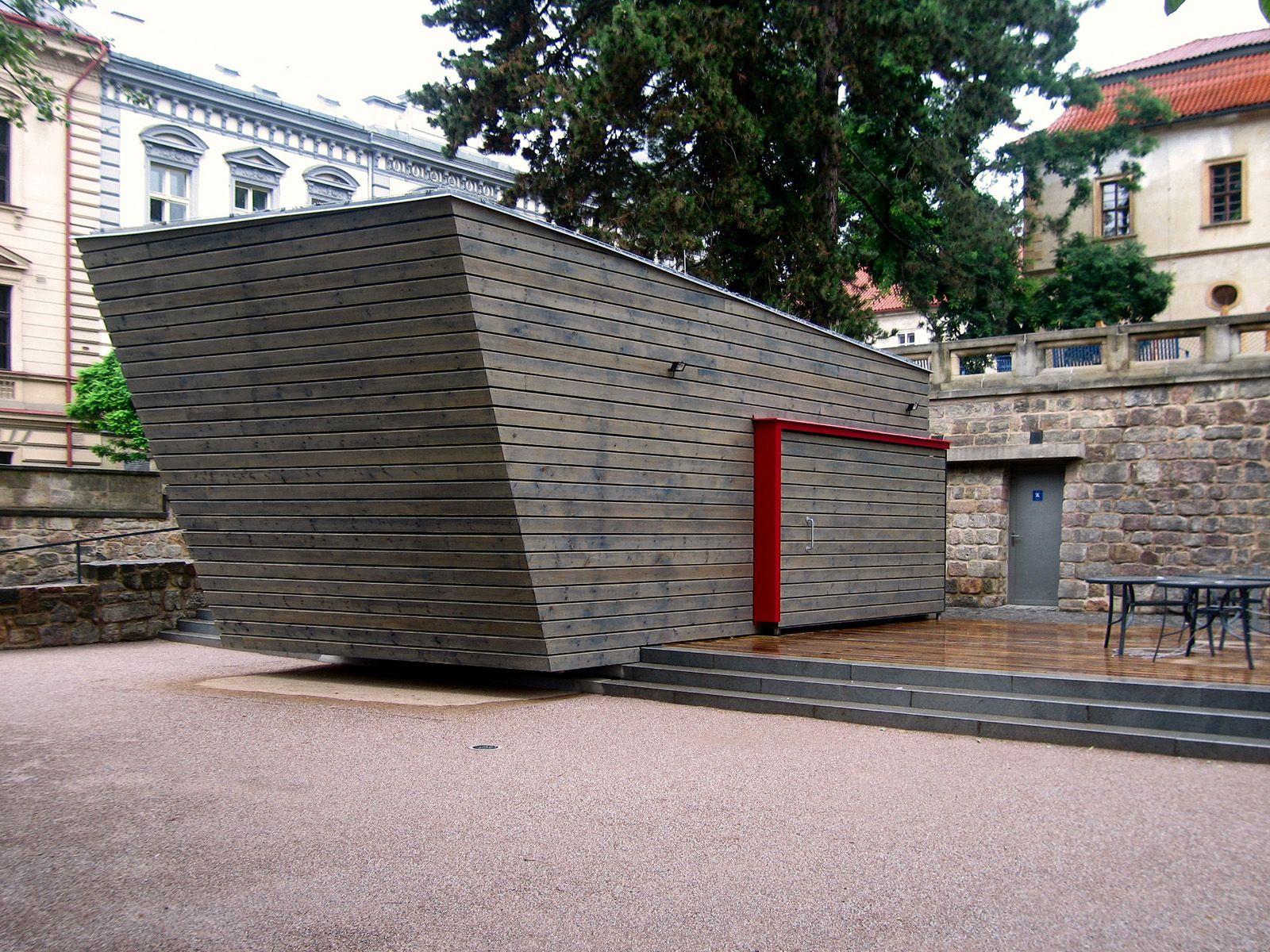 objekt v zámecké zahradě   Jičín   02