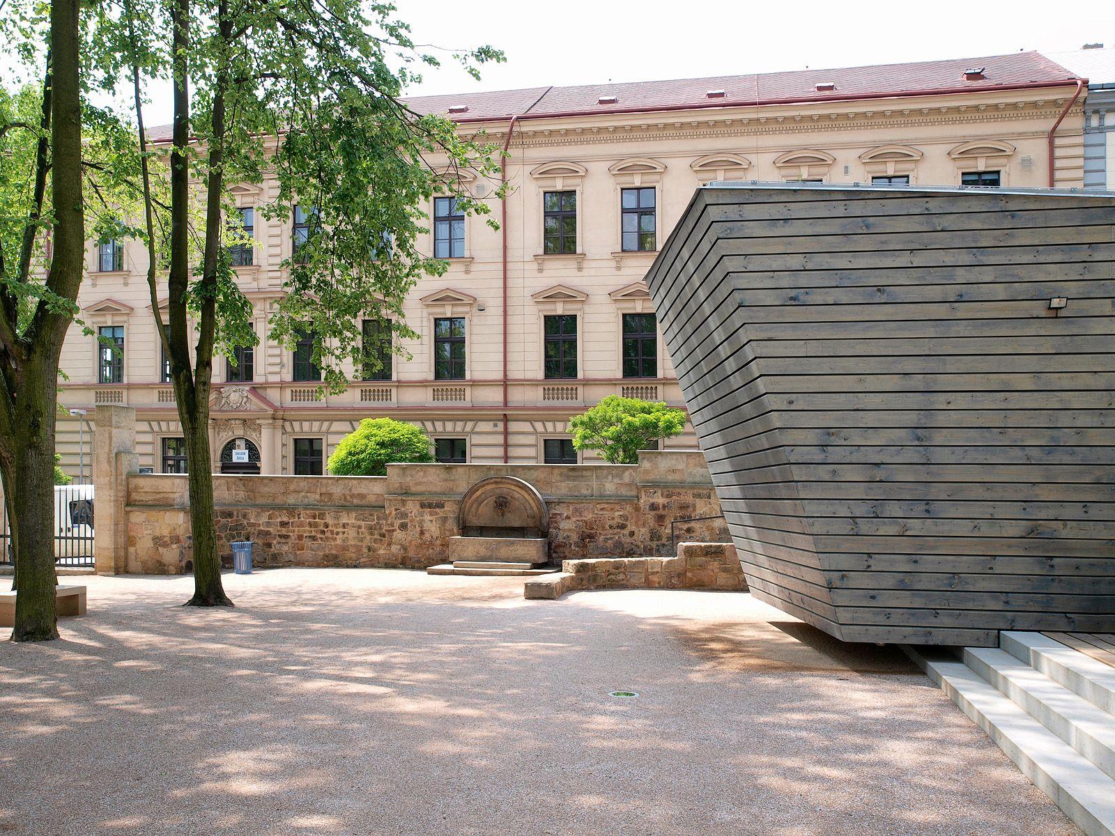 objekt v zámecké zahradě   Jičín   06