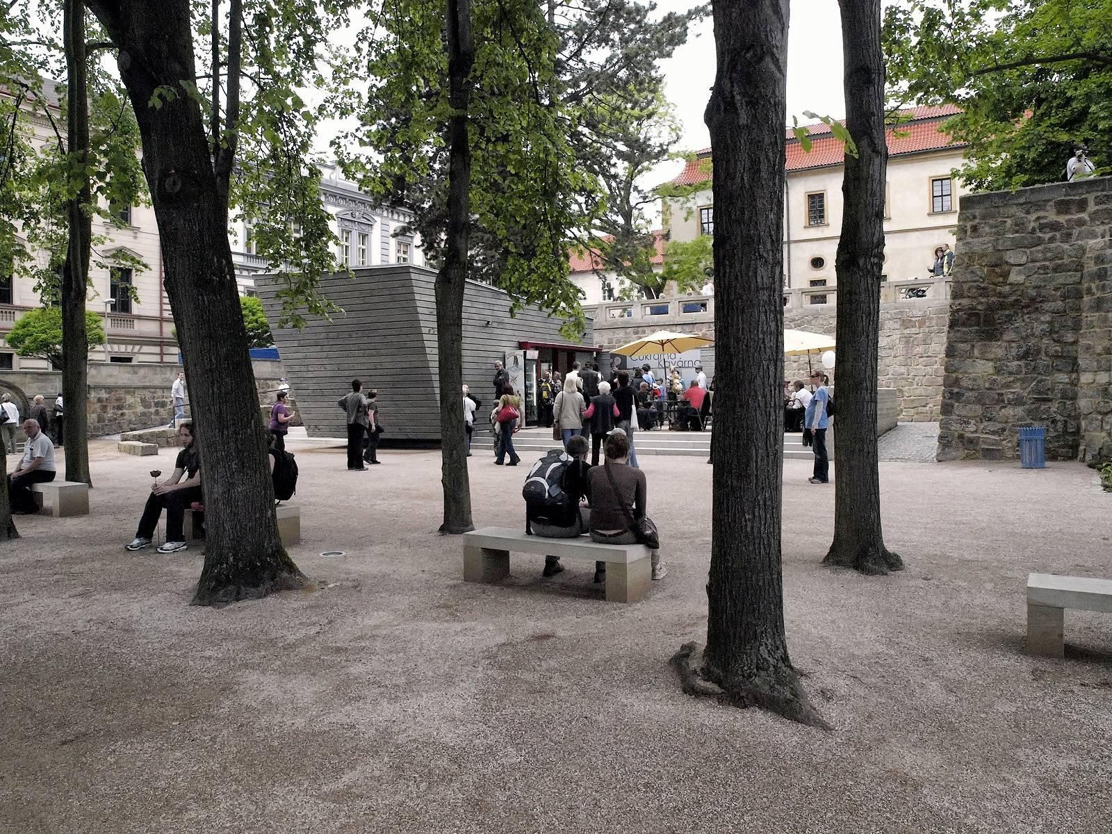objekt v zámecké zahradě   Jičín   09
